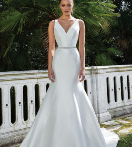 Mermaid wedding dress in satin with thin belt