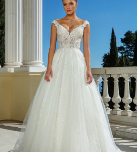 A-line lace and tulle wedding dress